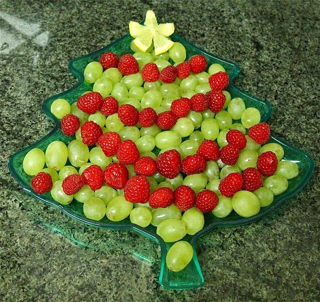 Appetizers Ideas For Christmas Party Part - 21: Christmas Tree Fruit Tray - #Christmas Party Appetizer Ideas