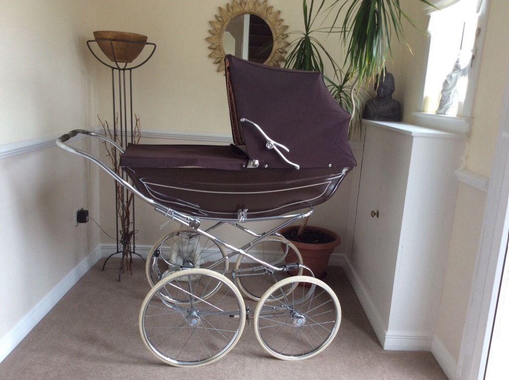1970's brown Marmet vintage style coach built baby pram