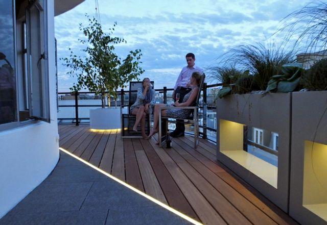 Dachterrasse schöne Aussicht Geländer Pflanzkübel Kaffeetisch - terrassen gelander design