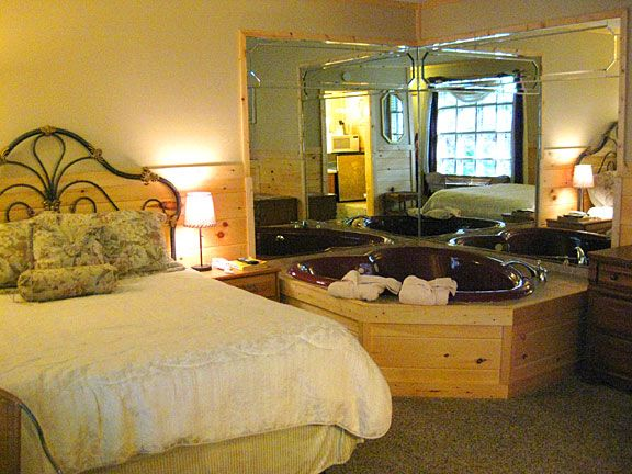 Tennessee for honeymoon Honeymoon Rooms in Gatlinburg Tennessee - jacuzzi interior