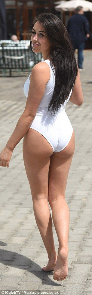 Geordie Shore 39 S Marnie Simpson Shows Off Her Toned Curves