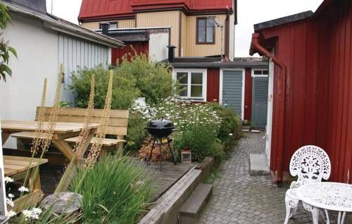 One-Bedroom Holiday home Karlskrona 0 02 Karlskrona Set in Karlskrona in the Blekinge Region, this holiday home is 1.7 km from Marinmuseum Karlskrona. The unit is 2.2 km from Naval Port of Karlskrona.  The kitchenette features a microwave. A TV is offered.