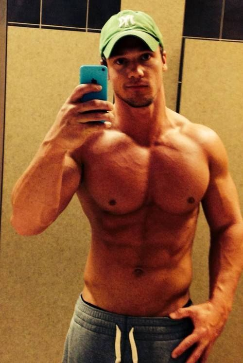 mirror muscles guy Amateur