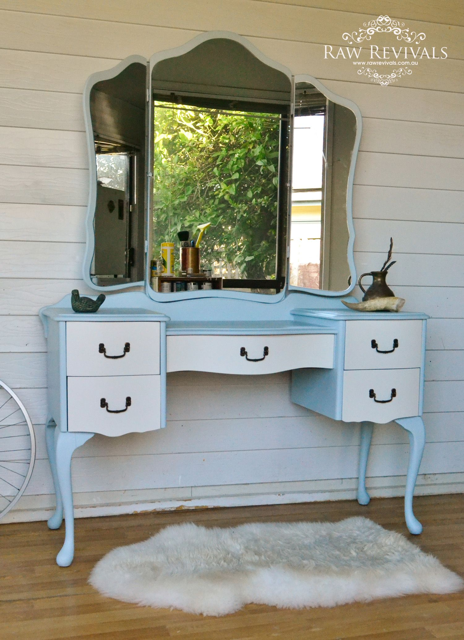 Vintage French Provincial Dresser With Butterfly Mirror