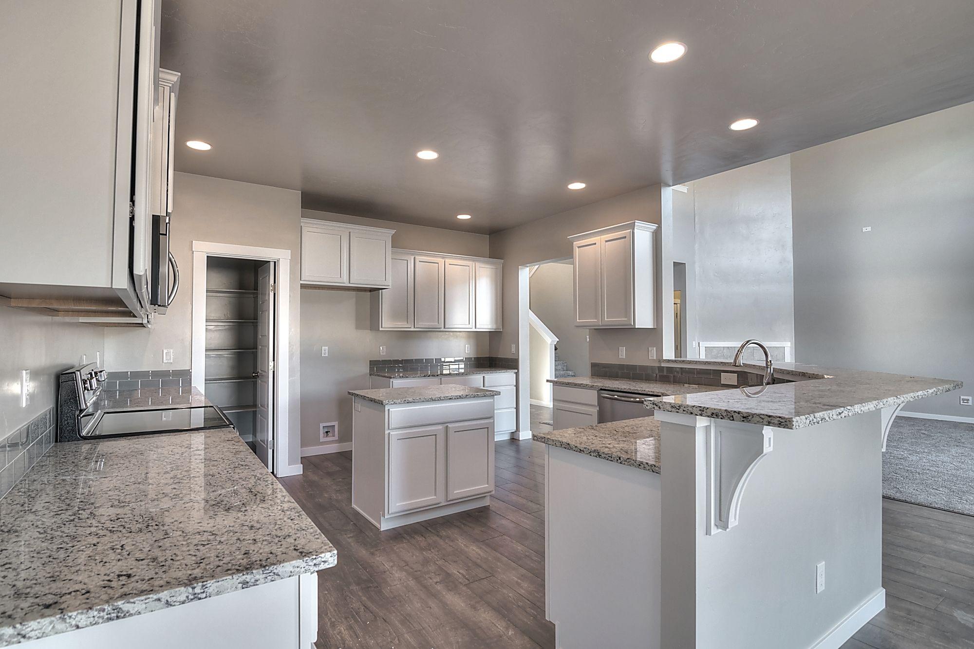 Etonnant Huge Kitchen With Merillat   Spring Valley, Maple, Cotton Cabinets, Wood  Corbels Under The Raised Breakfast Bar, Woodland Maple Wood Laminate  Flooring, ...