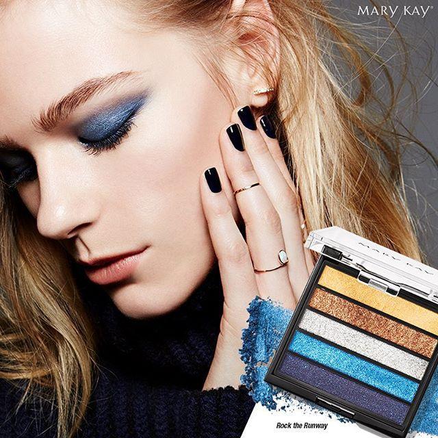 Los fashionistas llevan la Colección de Color Runway Bold de Edición Limitada en su look.