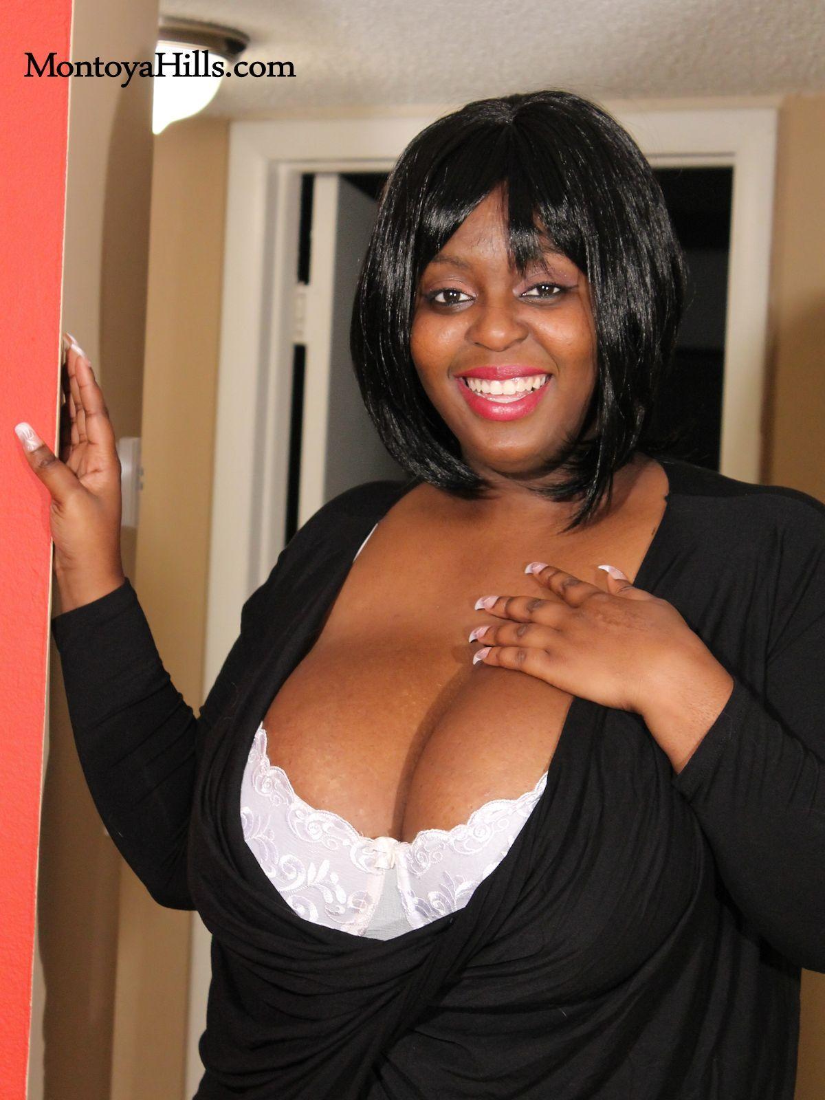 Huge black bbw sexy cleavage