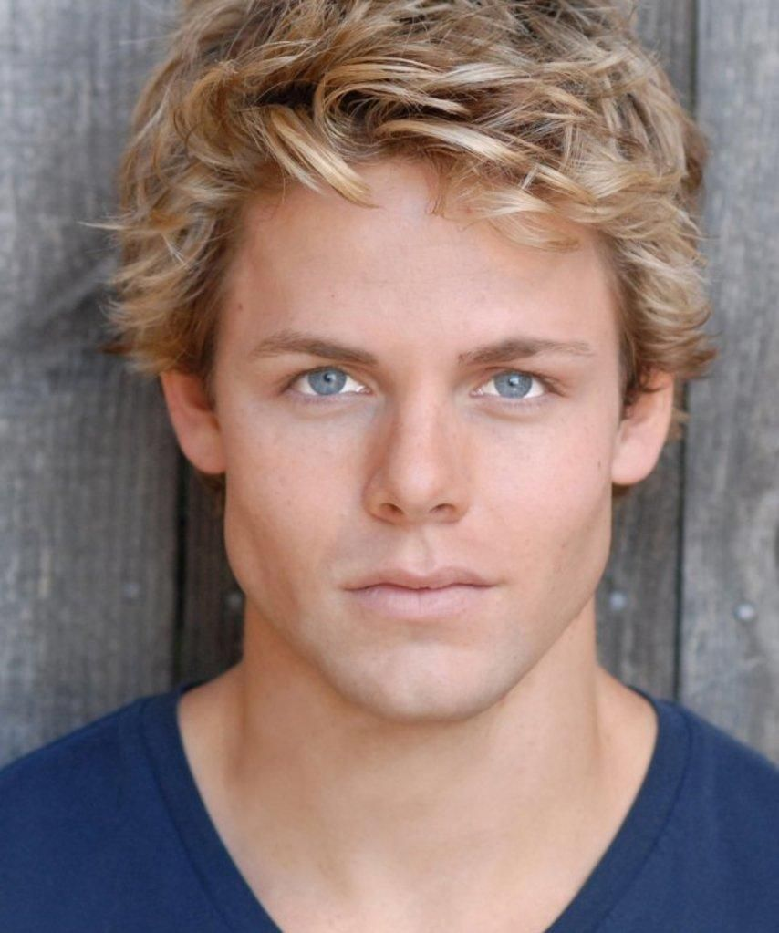Dust Until Dawn In 2020 Men Blonde Hair Guys With Green Eyes Green Eyes Blonde Hair