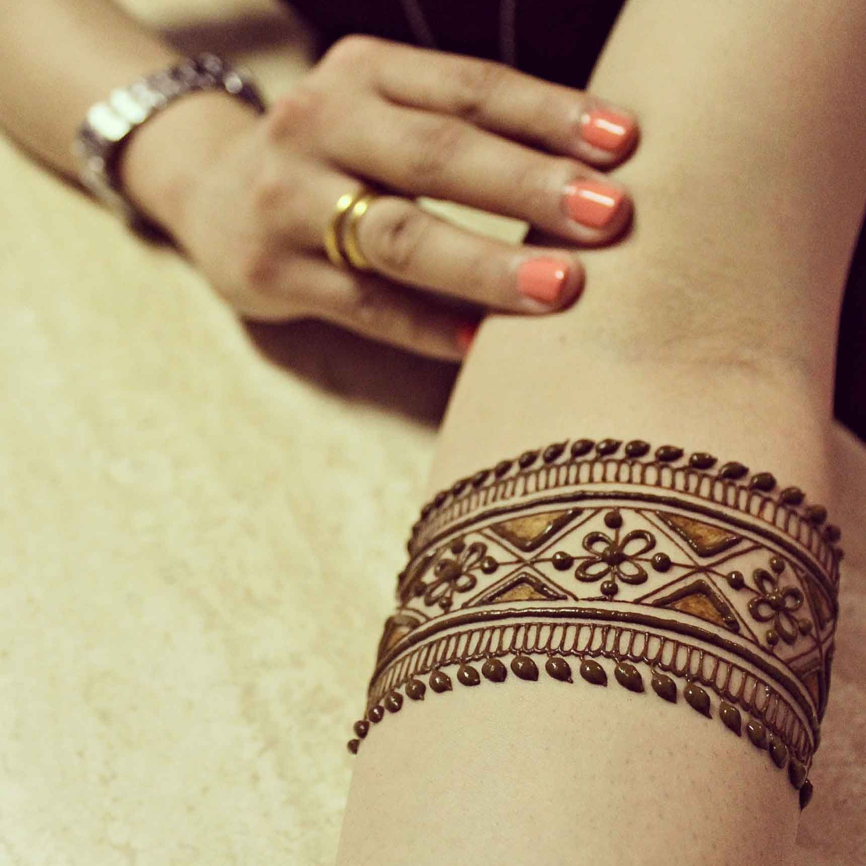 Pin mehndi and bangles display pics awesome dp wallpaper on pinterest - This Mehndi Pic Is Awesome