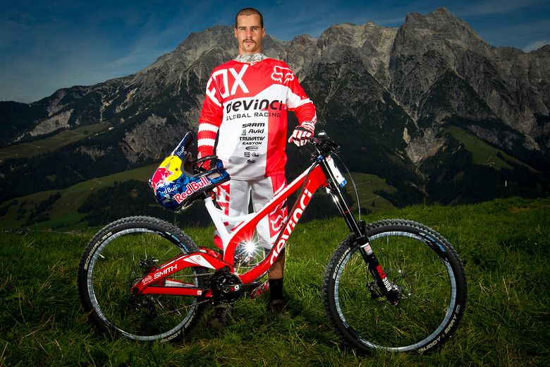 Steve Smith with his Devinci Wilson Carbon - World