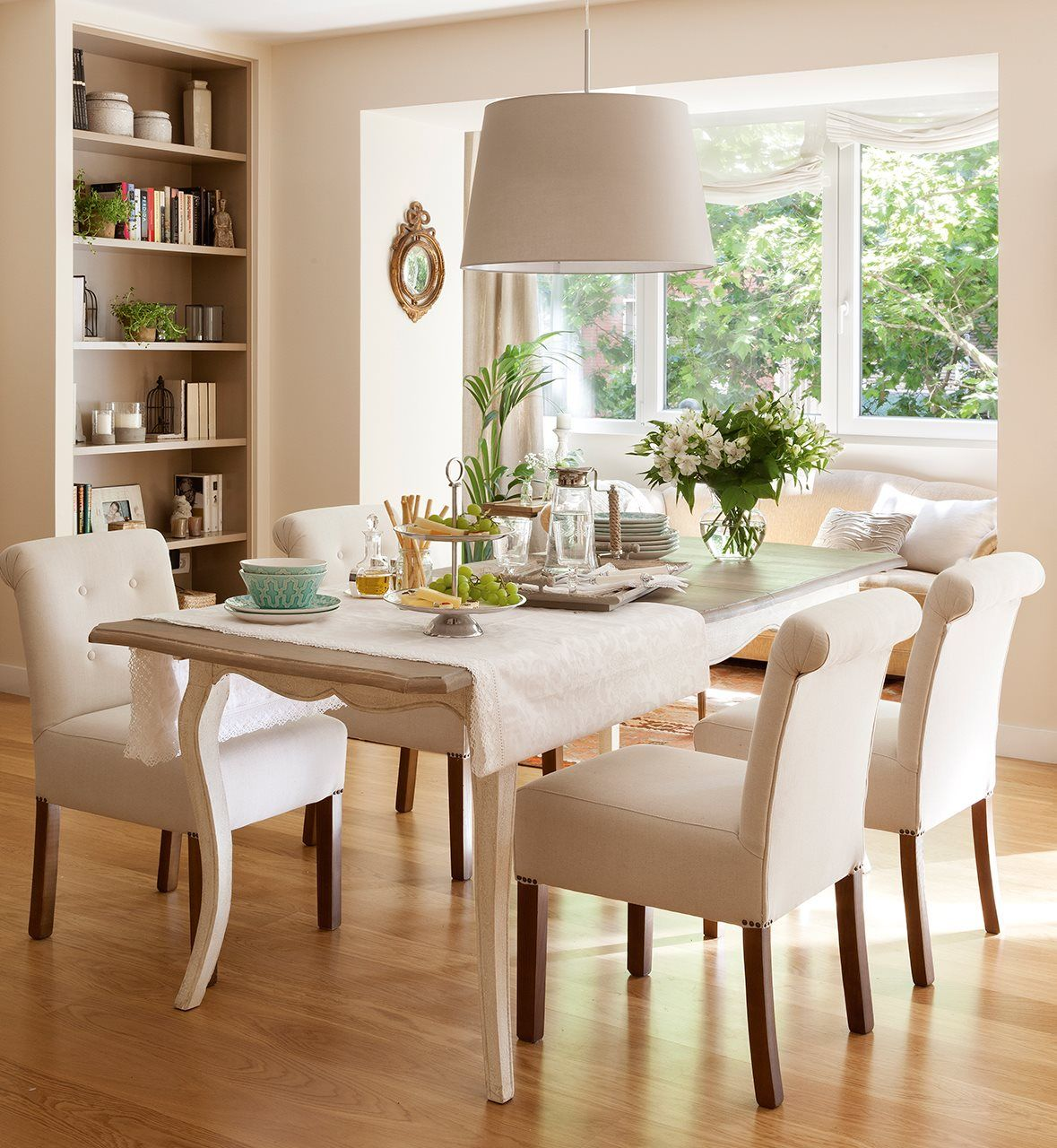"32 Stylish Dining Room Ideas To Impress Your Dinner Guests: ""Me Gusta Su Luz, Es única"""