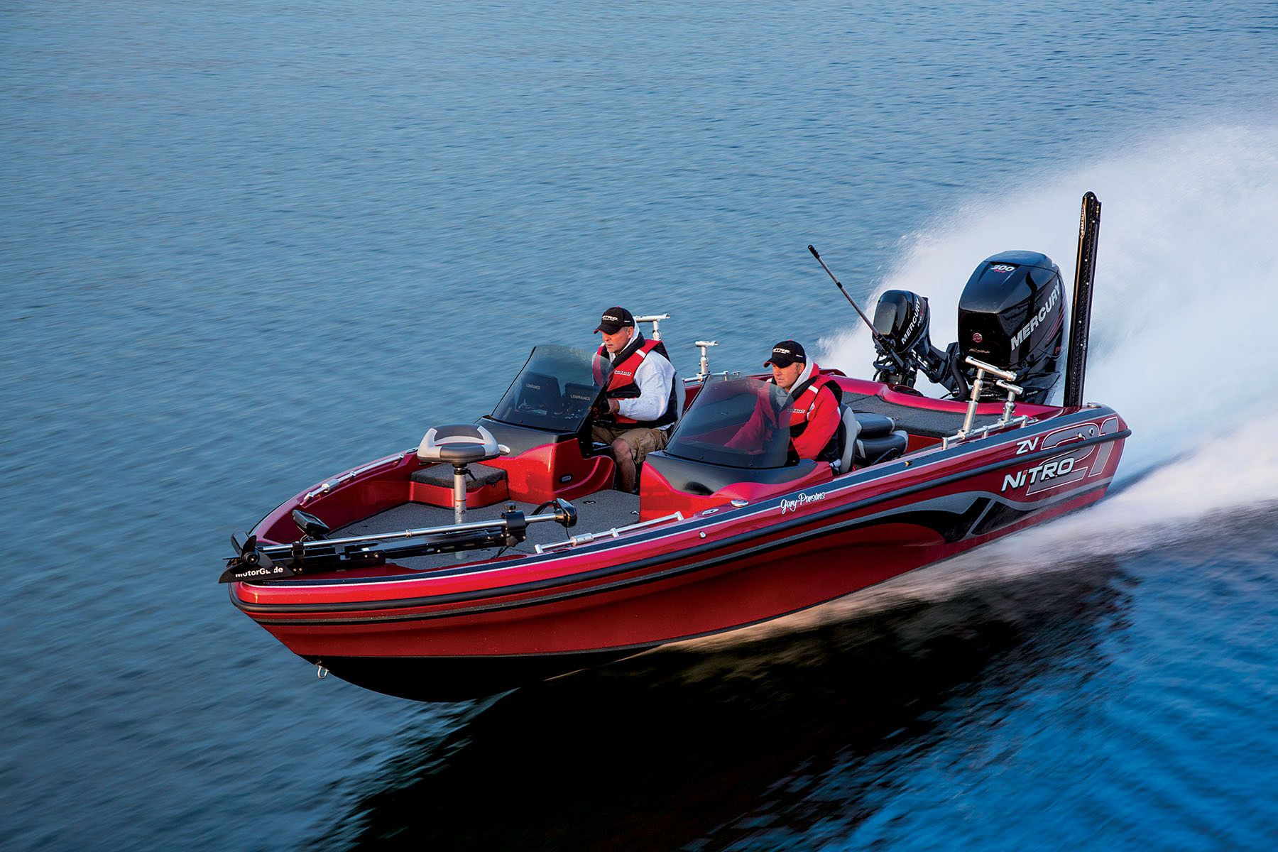 Aggressive Performance Deep V Hull Design To Take On Rough Waters Http Www Exclusiveautomarine Com Product Zv 21 Bass Boat Fishing Boats Boat