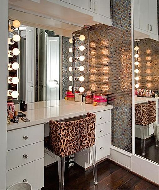 purchase cheap f7c84 8ce5d Choosing Dressing Table Lights: 4 Stunning Decor Tips ...