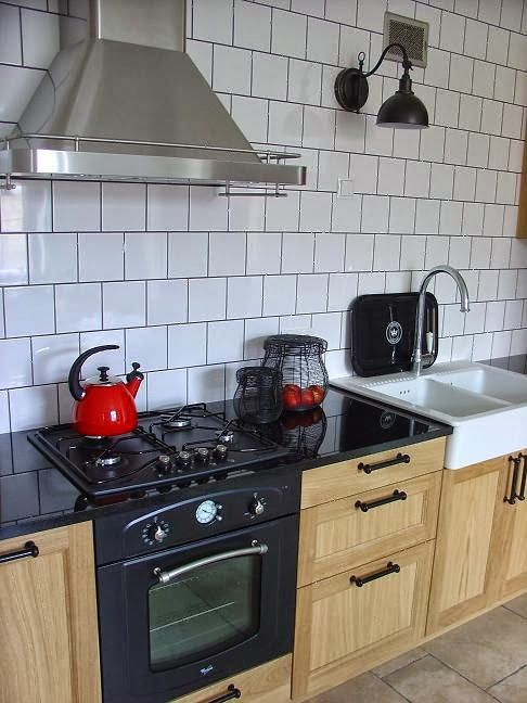 Oak Kitchen, Black Countertop, Ikea Exhaust Hood, Datid, Retro Oven, Retro