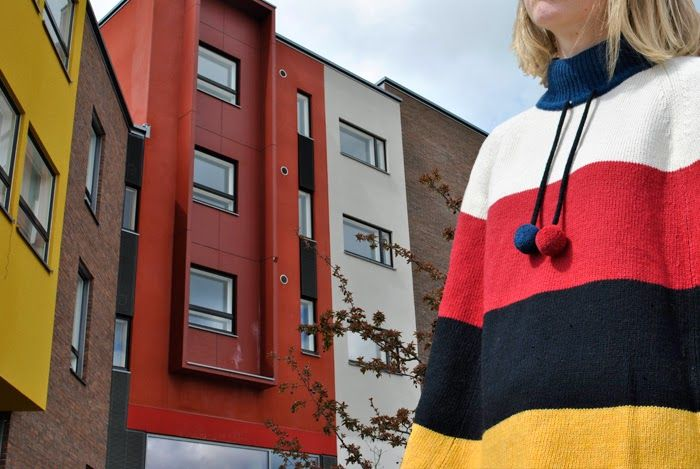 Facade Goes Fashion: Ponchossa Skanssissa #Skanssi ja #poncho. facadegoesfashion.blogspot.com #facade #fashion #Architecture #julkisivu #muoti #clothing #vaatetus #naistenvaatteet #Marimekko #kevät #arkkitehtuuri #kerrostalo