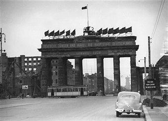 The Brandenburg Gate In Berlin Berlin Brandenburger Tor Hauptstadt Der Ddr