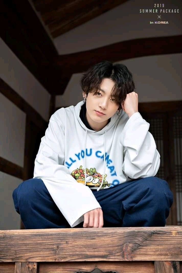Jeon Jungkook curly long black hair #jungkooklonghair Jeon Jungkook curly long black hair #jungkooklonghair