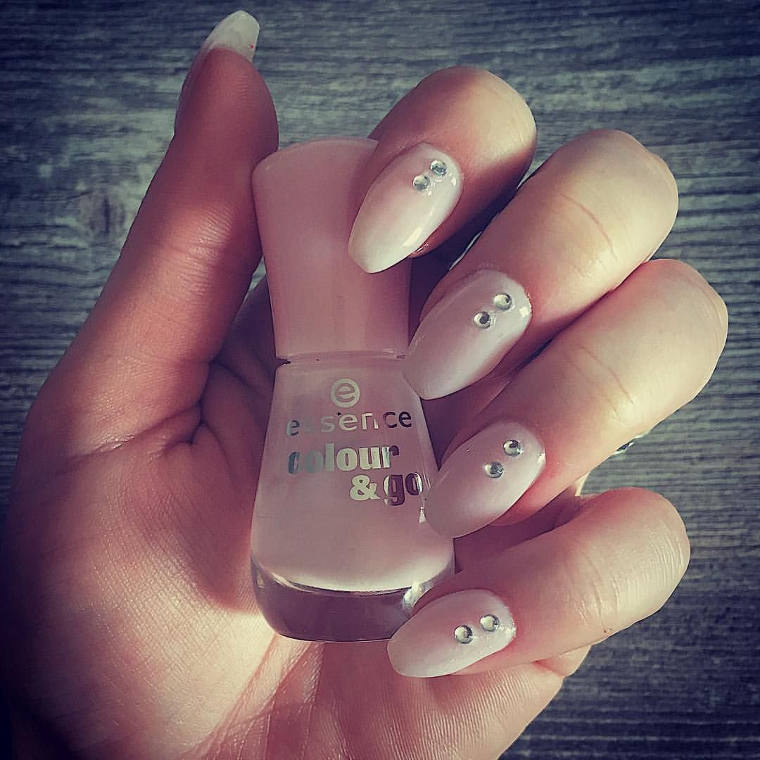 💕🎀 Seit langem mal wieder Babyboomer-Nails 💅🏼 mit Strasssteinen ...