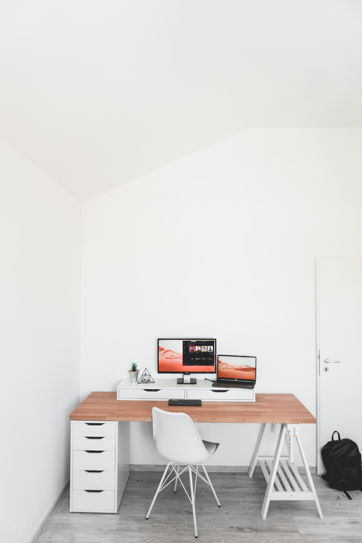 Amenager Un Bureau Sous Les Combles En 2020 Meuble Deco Deco Design Pas Cher Idee Deco Bureau