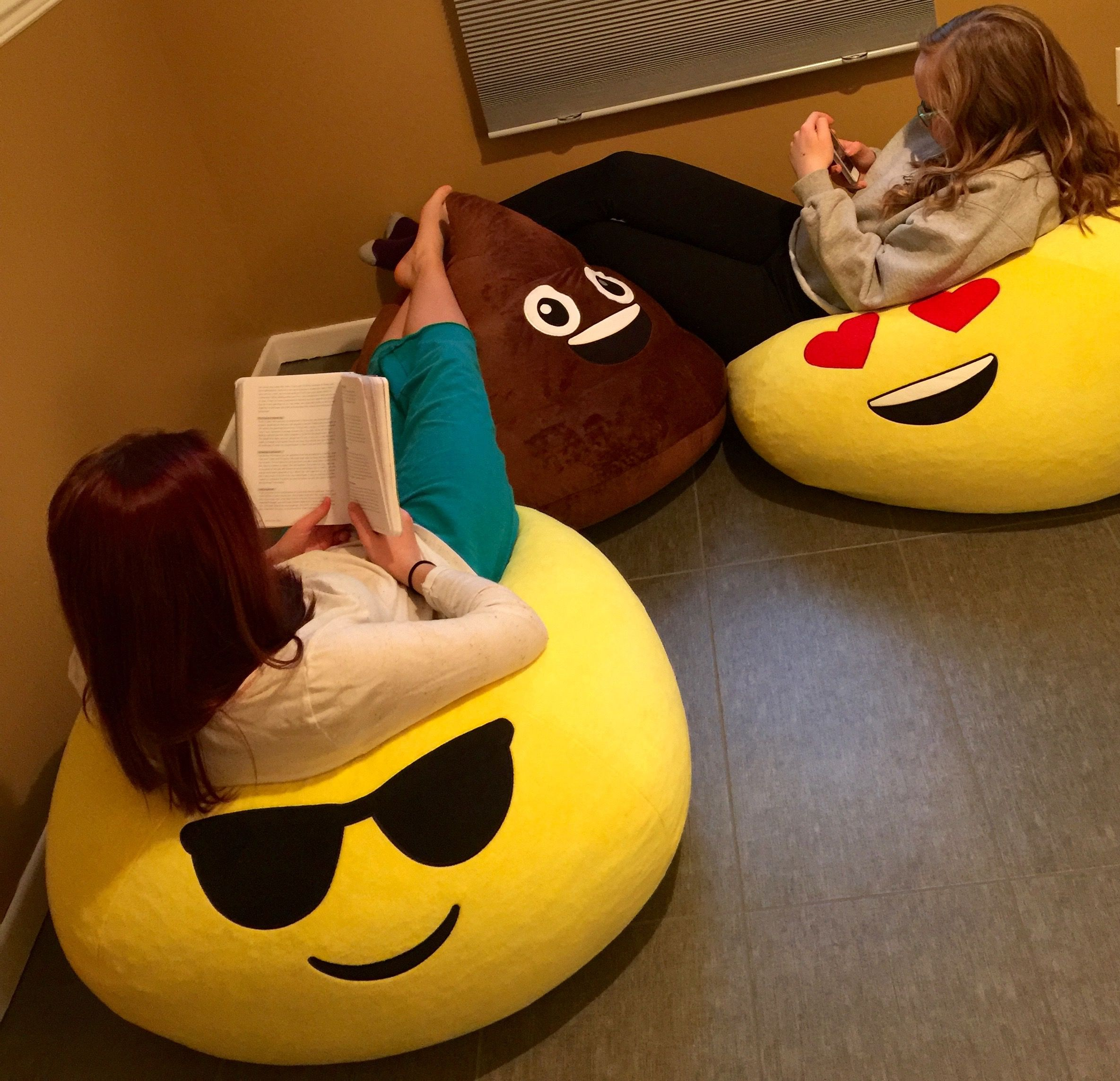 Sitting In Style Gomoji Bean Bags Are The Most Fun Way To Relax Fun Chair Http Bit Ly 1sl9vtl Bean Bag Bean Bag Chair Fashion Bags