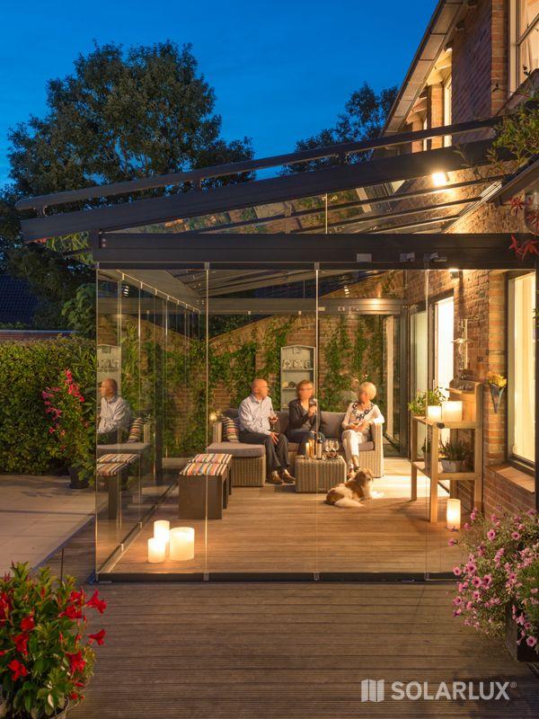 Besonders kostbar sind die letzten warmen Abende im Herbst. Mit einem #Glashaus lässt sich die Terrassensaison deutlich verlängern. #Solarlux #rusticporchideas