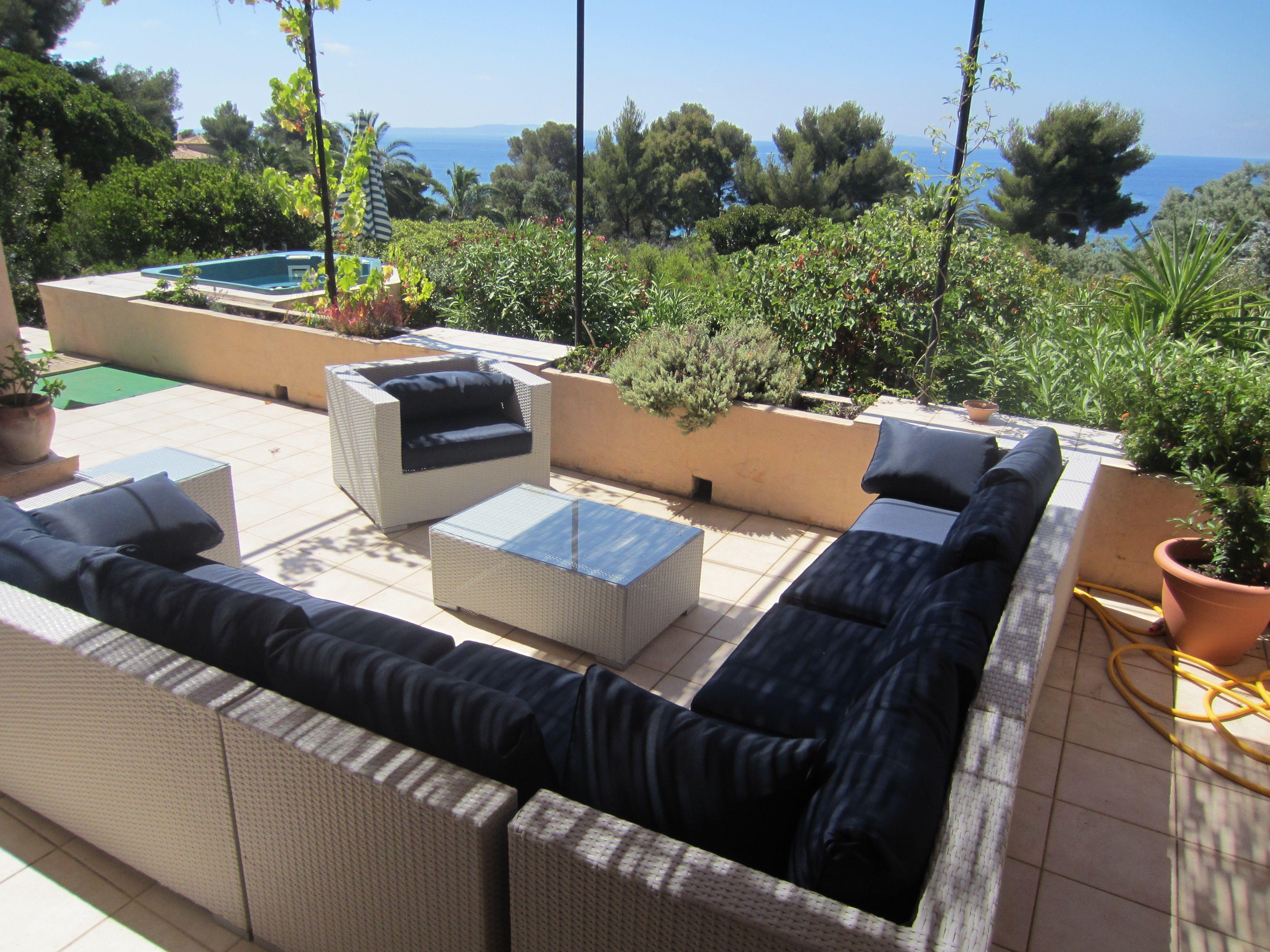 Salon de jardin 10/11 places en résine tressée Venezia http://www ...