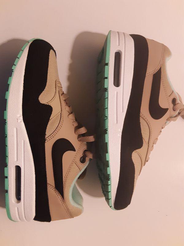 Nike air max 1 desert black green glow