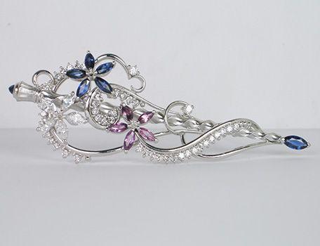 Dramatic floral brooch