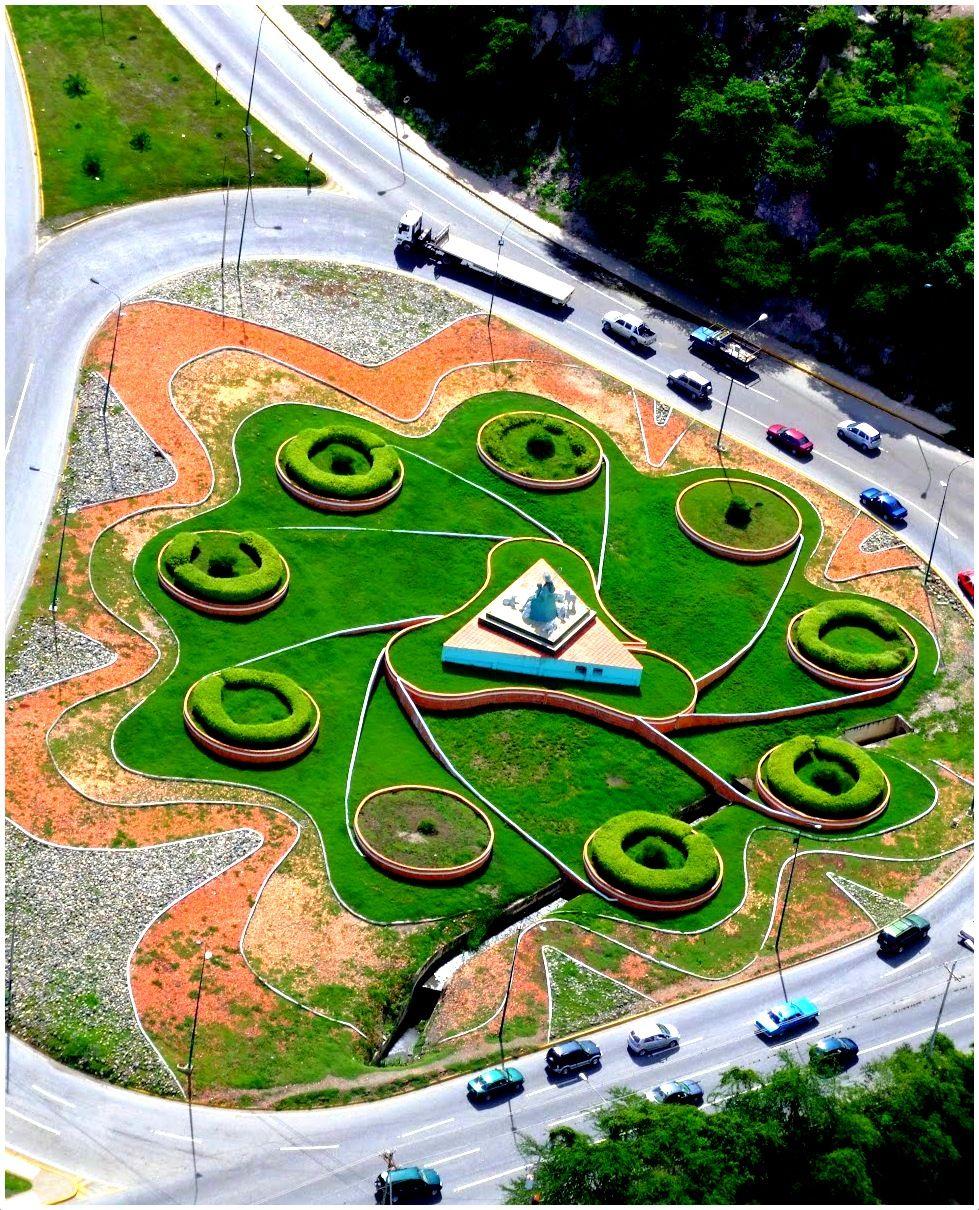 Monumento al Sol Naciente, al este de Barquisimeto. Redoma de la Divina Pastora, Venezuela