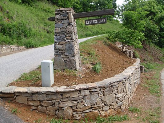 Google Image Result for http://www.ambroselandscapes.com/projects/stonework_samples/images/more/stone-pillar-with-streetsign-and-retaining-wall-533px.jpg