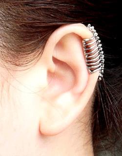 Silver Skull Ear Clip On Cuff Fashion Men Women Punk Rock Gothic Look Free P/&P