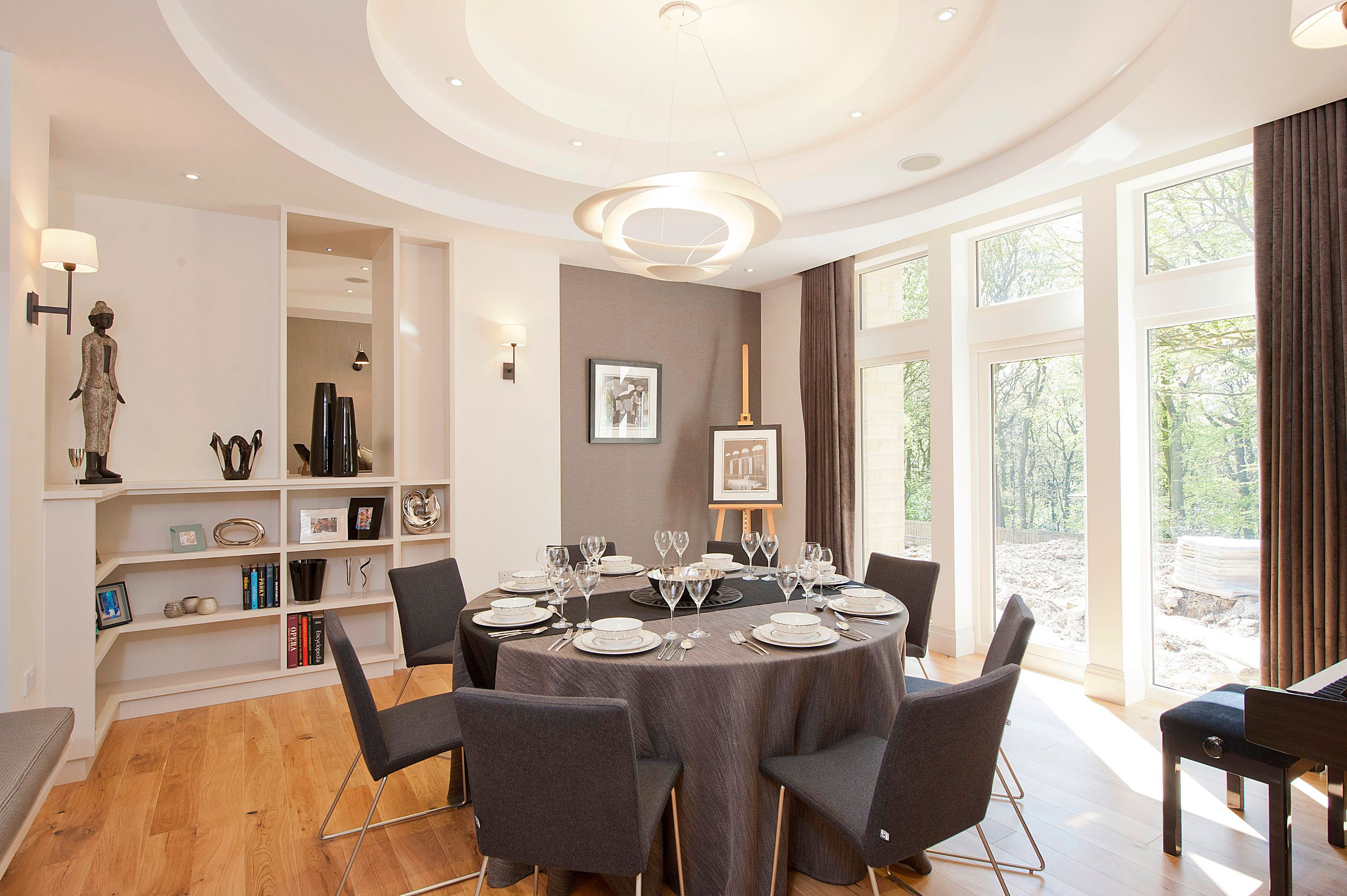 Dining room by one 17. circular profiled ceiling. circular dining