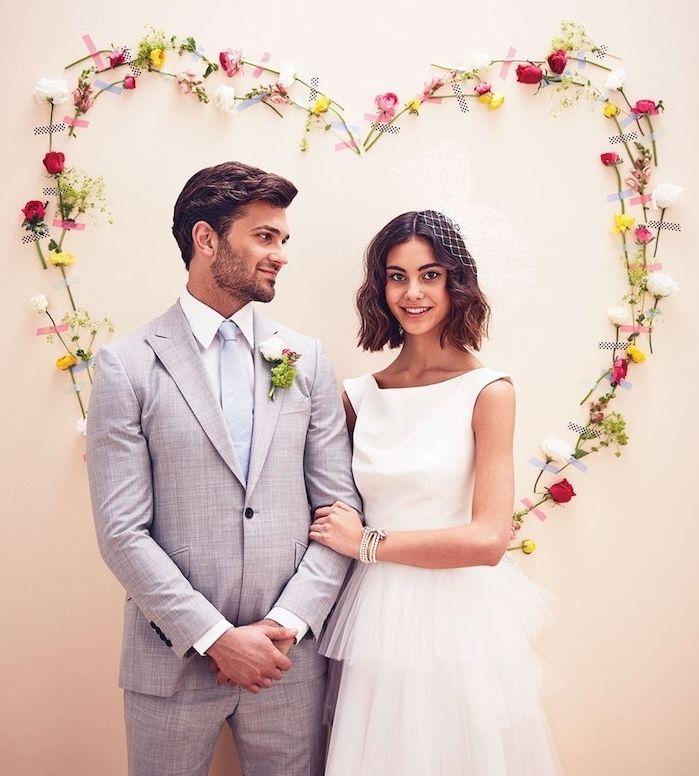 deco mariage a faire soi meme un coeur en fleurs collées sur un mur
