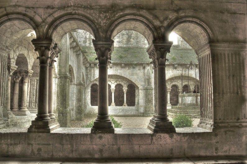 Abbaye De Montmajour 2 Vue Sur Le Temps Qui Passe Abbaye Edifices Religieux Architecture Religieuse