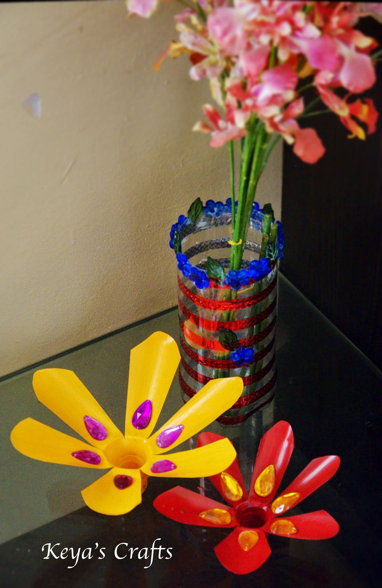 Decorative flowers and flower vase made out of plastic for Plastic bottle vase craft