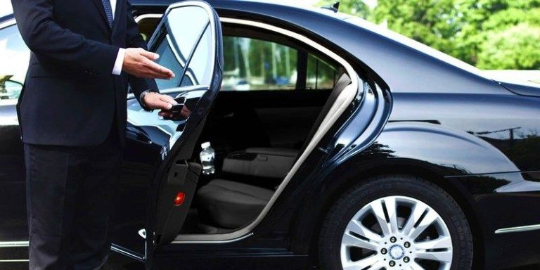 Experience The Ultimate In A Comfort Luxury Ride With Images Chauffeur Service Executive Car Service Town Car Service