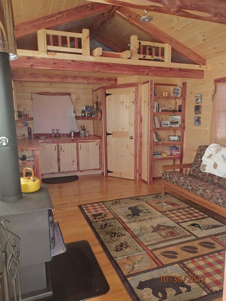 Deluxe lofted barn cabin interior 96 s f loft for Loft cabins