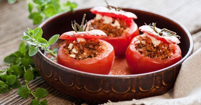 Tomates farcies au riz et à la chair à saucisse - Recette..