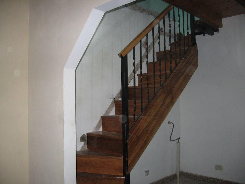 Escaleras en san miguel escaleras en polvorines for Planos de escaleras de hierro