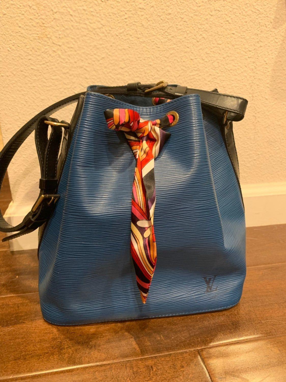 Authentic Vintage Louis Vuitton Epi Noe Black And Blue Bucket Bag Bought From Japan Authentic Vintage Louis Vintage Louis Vuitton Louis Vuitton Handbags Bags