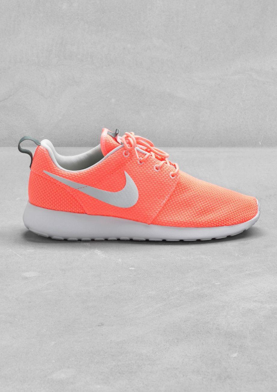 Nike Roshe Run.. Like the color