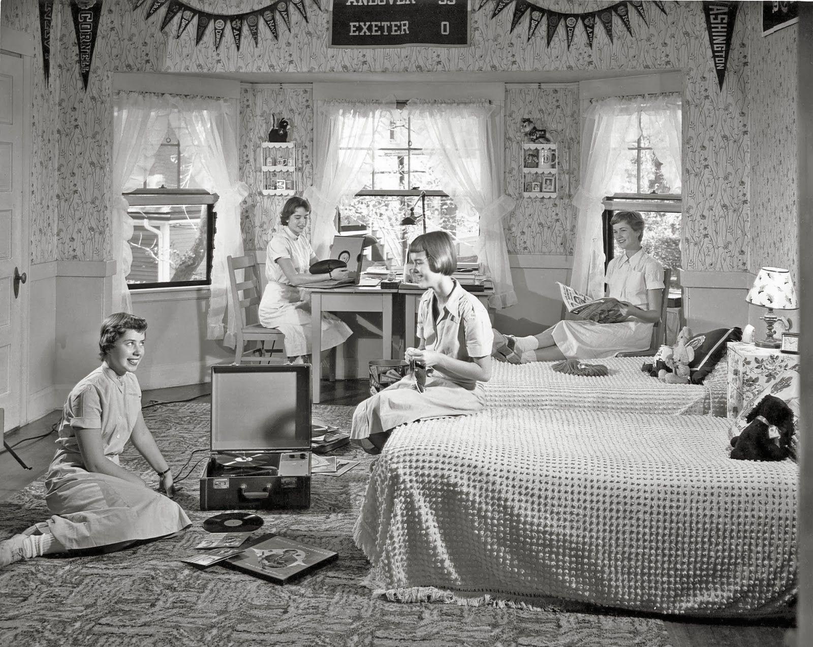 William+Rittase+-+Girls+listening+to+records+in+a+1958+dorm.jpg (1600×1273)