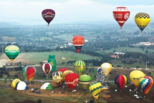 Festival Internacional De Baloes De Ar Quente Hot Air Balloon Festival Alentejo Portugal With Images Hot Air Balloon Air Balloon Alentejo Portugal