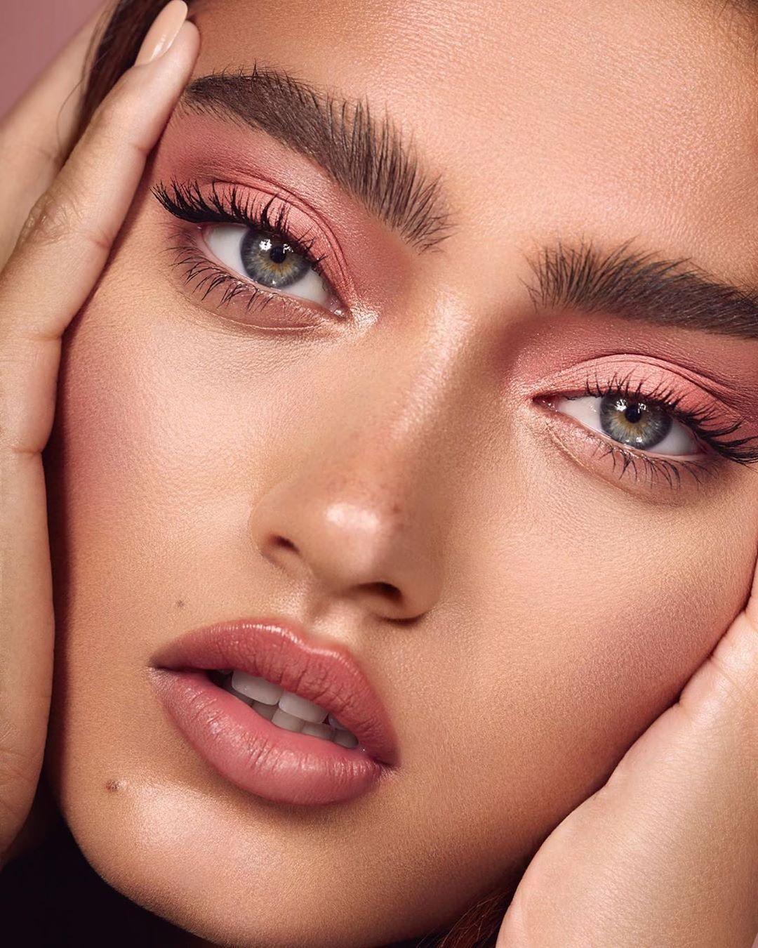 Glamazon Kuwait On Instagram Makeup By Mar Castelli Model Belexib Photography Inesgarciabaltar Retou In 2020 Monochromatic Makeup Editorial Makeup Skin Makeup