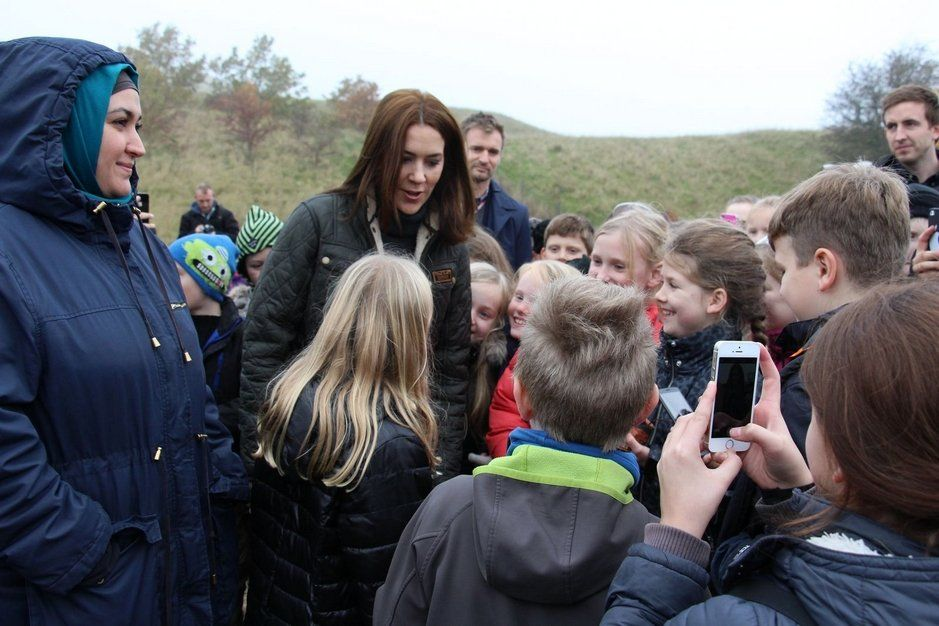 Crown Princess Mary attended the beginning of the Plant a Tree Campaign 'Replant the Rlanet'. Also Ziggie, the family dog, was with her. | 2nd November 2015