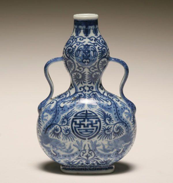 Qing Dynasty porcelain vase, circa unknown.   溫潤如玉 ...