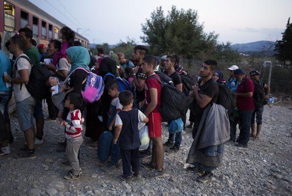 Великобритания готова принять 15000 мигрантов.             Британская газета The Sunday Times сообщила, что Великобритания примет 15 тыс. сирийских беженцев.Ранее премьер-министр Вел...
