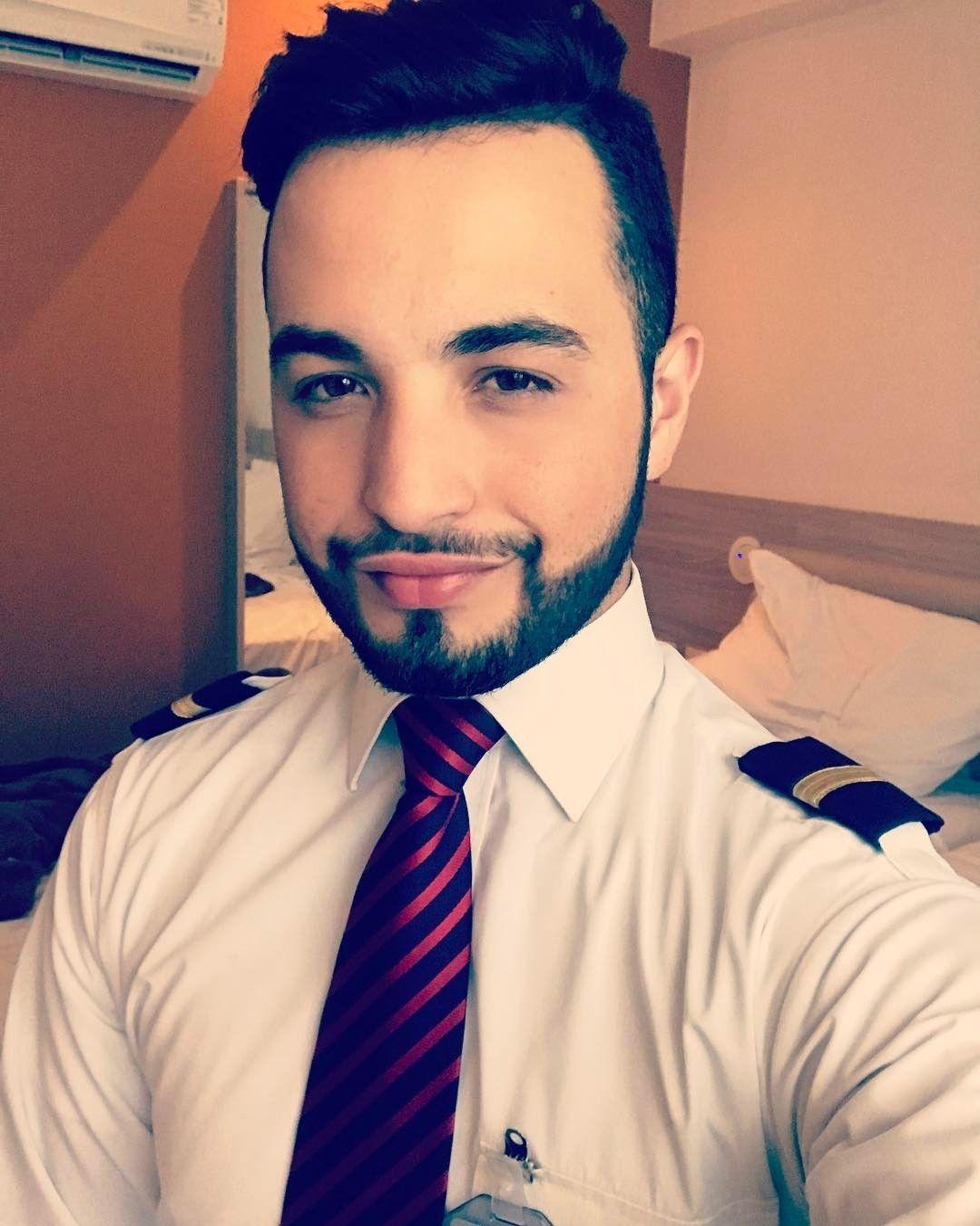 From @gabchiesck http://bit.ly/2sfELxC No dia do trabalhador vamos fazer o que ? Sim trabalhar na melhor profissão que eu já poderia ter escolhido !!! (Principalmente depois da folga ) Feliz dia do Trabalhador !!! #cabincrew #diadotrabalhador #flightattendant #steward #LATAMcrew #crewiser #instacrewiser #Crewfie #crewlife #Recife #Brazil #brazilianboy #instaboy #airbuscrew #happy #pictoftheday #hotellife #enjoy #behappy #deboismo #Deboista #letsgohome #KeepSmiling #KeepClimbing…