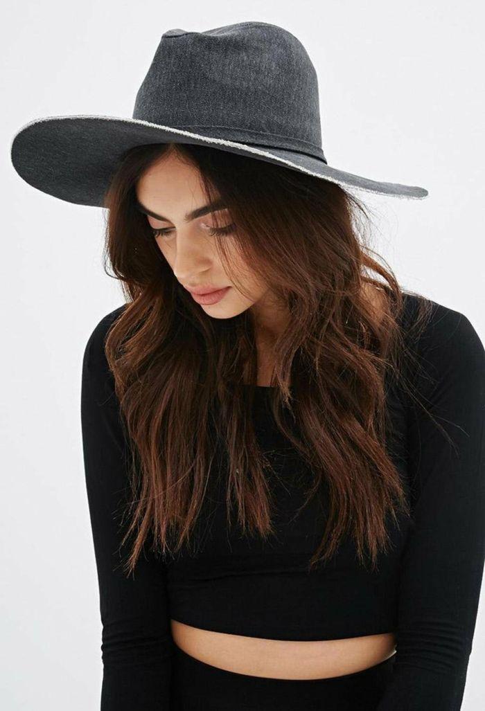 Comment porter la capeline noire - 65 idées de tenue originale ... 43dfd3fec05