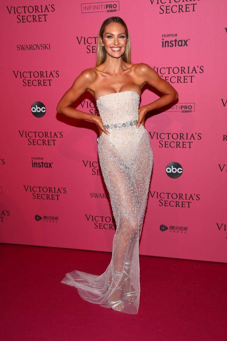 9fcc1966acd38 Candice Swanepoel - Victoria`s Secret Fashion Show 2018 ...